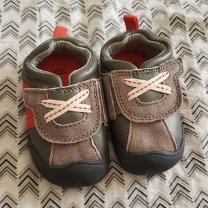 """""""Carter's"""" baby shoes"""